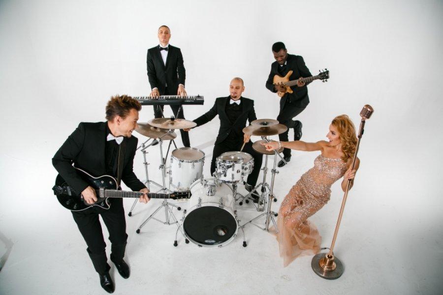 Кавер-группа и мировые хиты в ее исполнении