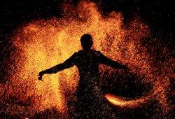 Огненное шоу – красиво, зрелищно и эффектно