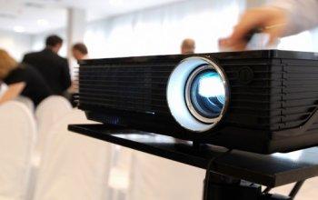 Зачем нужно арендовать проектор на свадьбу?